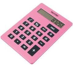 Rosa Taschenrechner mit Schwarzen Tasten beschriftet mit weißer Farbe