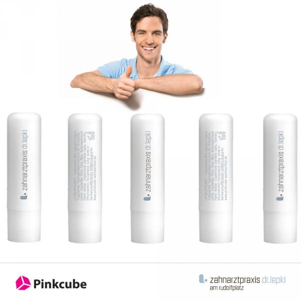 Weisse-Lippenpflegestifte-mit-Logo