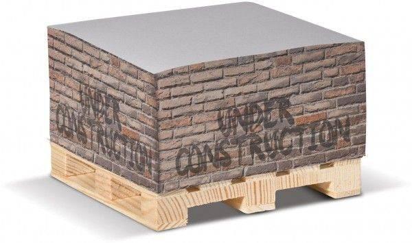 Zettelblock auf Holzpalette