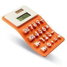 Sichtbar biegbarer Taschenrechner aus orangenem Silikon mit 3D Tasten