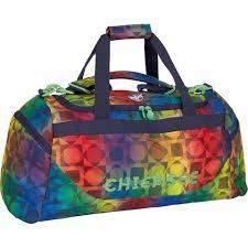 Bunte Sporttasche als Beispiel für eine mit Logo bedruckte Werbe-Sporttasche