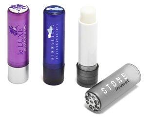 Diverse bedruckte Lippenpflegestifte mit 3D-Logo (Doming)